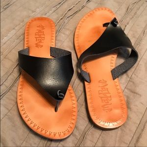Black sandals. Perfect for everyday wear!
